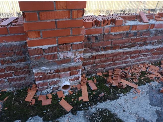 Разрушение облицовки кирпичных стен